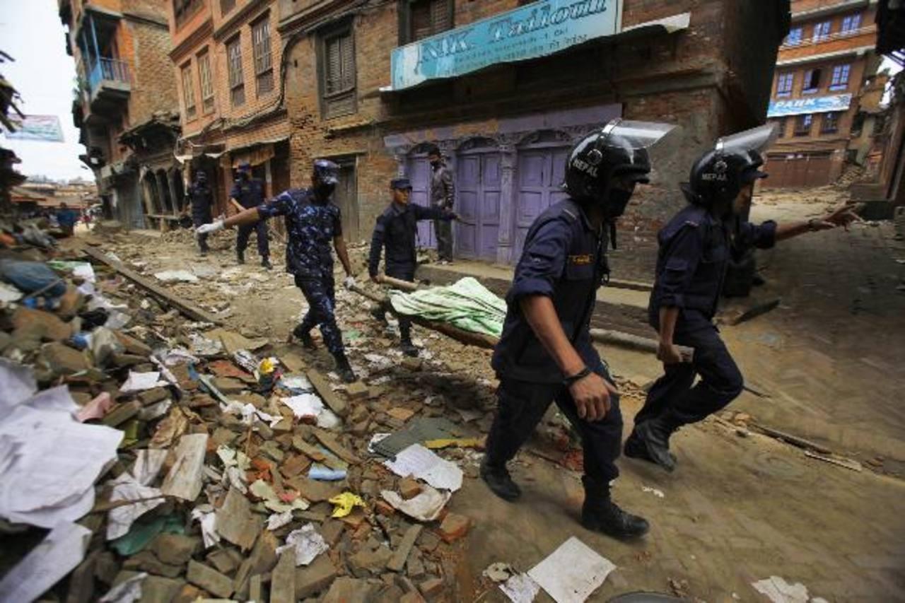 La cifra de los muertos en el terremoto de Nepal alcanza los 2,357