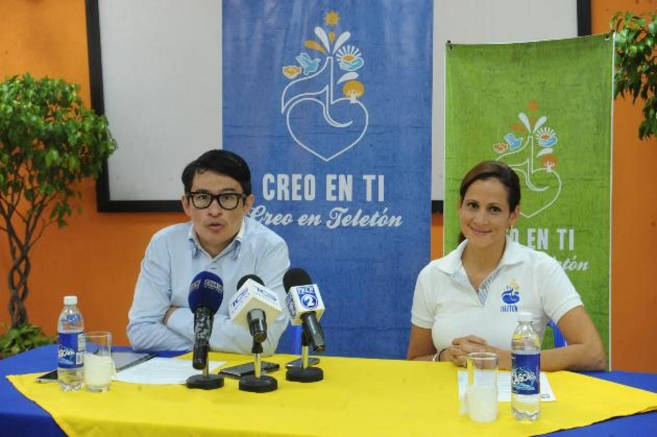 Álex Oviedo, productor artístico de TCS, y Mónica de Samayoa, directora recaudación de la Teletón. Foto / Lisseth Monterrosa