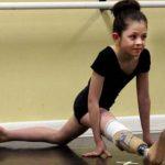 VIDEO: Sorprende en redes bailarina de 8 años que perdió una pierna