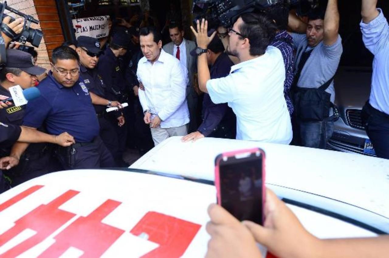 El pastor evangélico, Carlos Rivas, es trasladado hacia la Subdirección de Tránsito mientras se desarrolla la audiencia inicial en su contra.