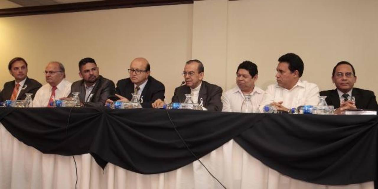 Miembros del CNSCC dieron ayer detalles de la realización de la marcha por la paz.