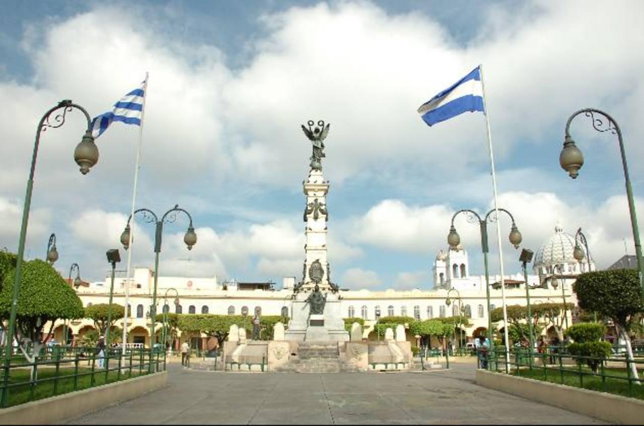 El Salvador aumentó su deuda en un lapso de 14 años mientras que otros países de América Latina la redujeron. Foto EDH/ Archivo