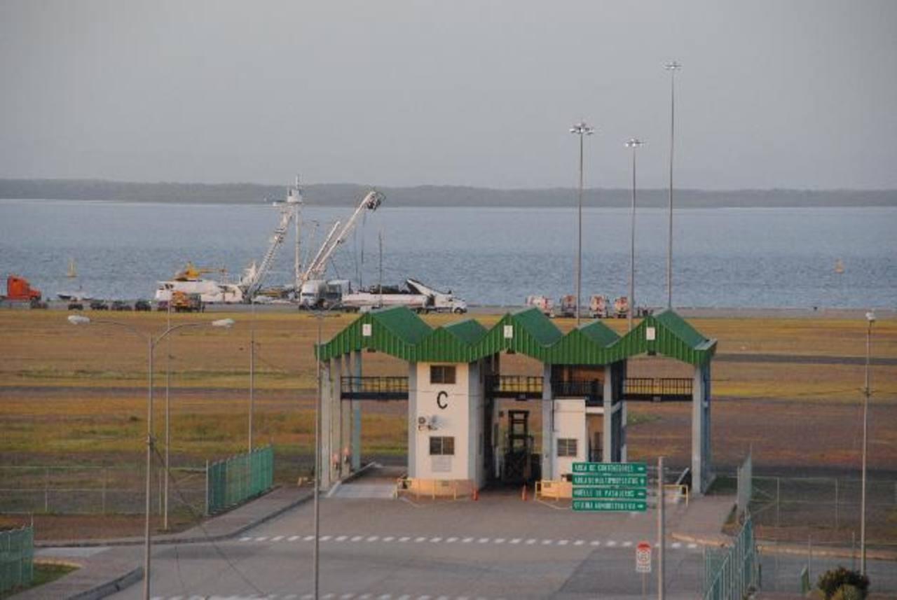 El puerto fue inaugurado en 2009 y desde entonces carece de operador. Foto EDH
