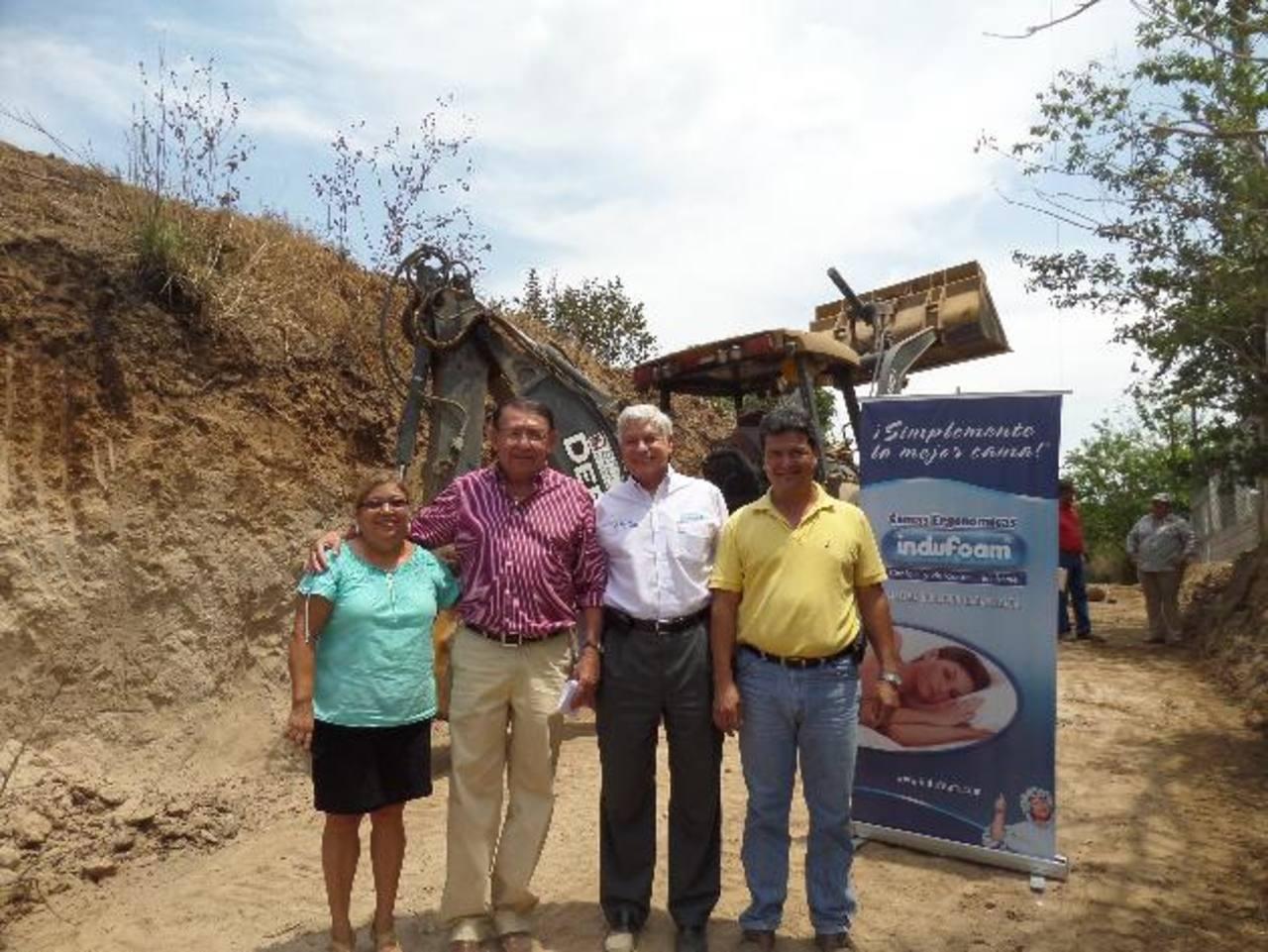 Indufoam colaboró en construcción de calle