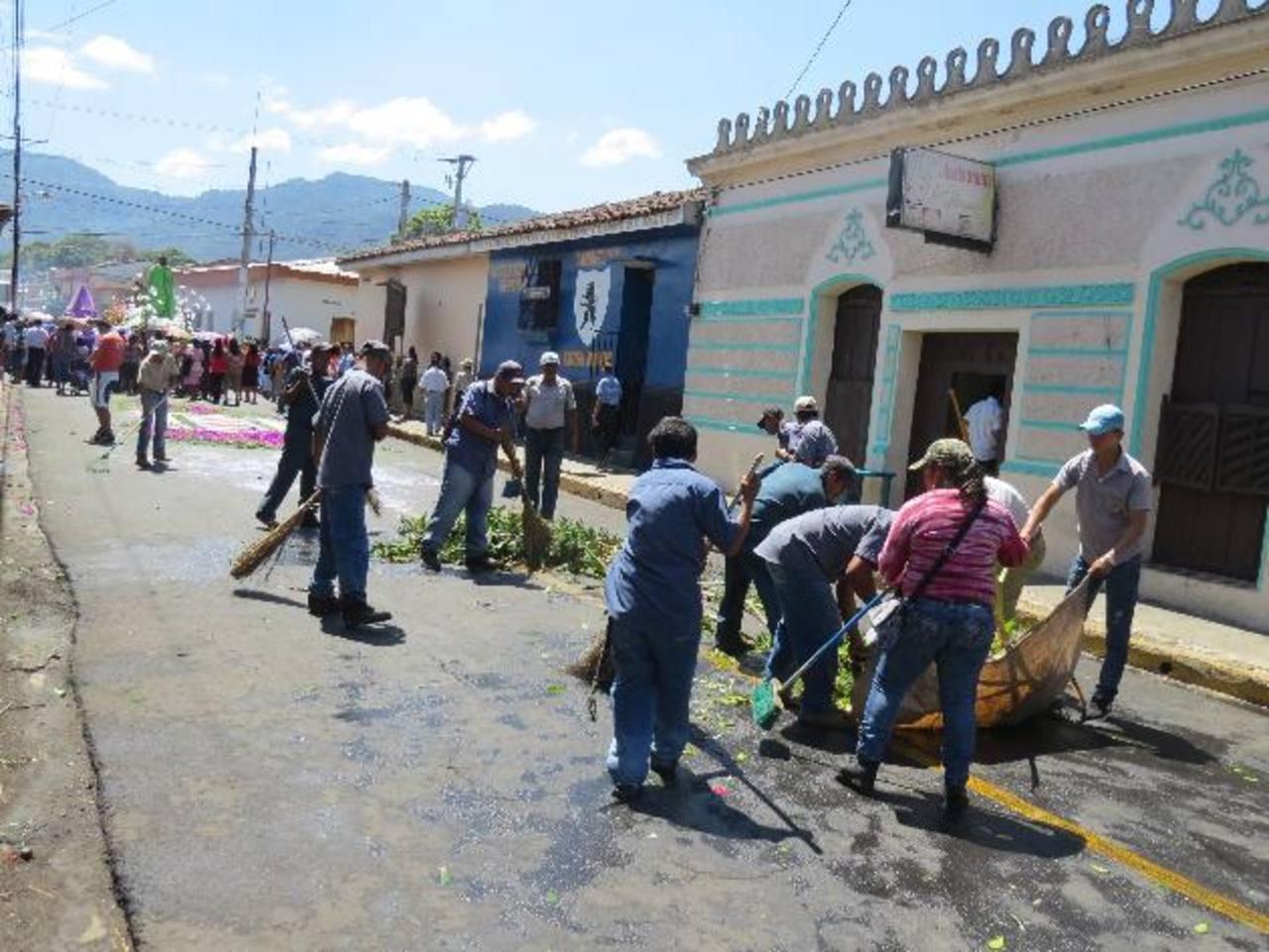La municipalidad mantiene un plan de aseo permanente en la ciudad. Foto EDH / Roberto Zambrano