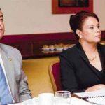 """Juan Carlos Monzón junto a la vicepresidenta de Guatemala, Roxana Baldetti. foto tomada de diario """"El periódico"""""""