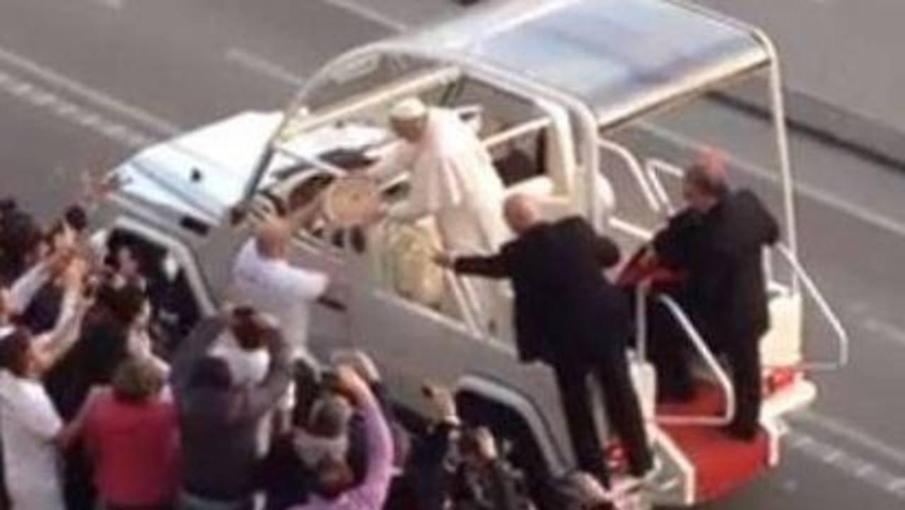 """VIDEO: """"Pizza delivery"""" para el papa Francisco"""