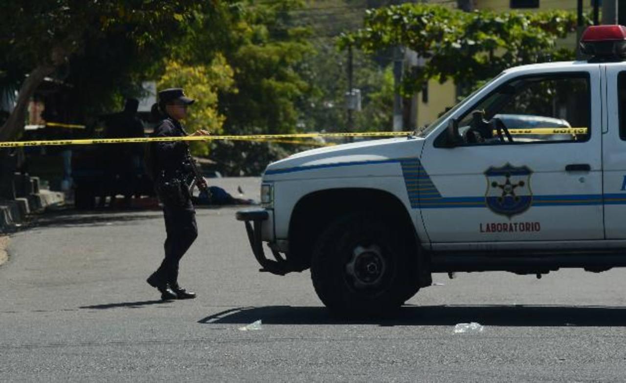 Las pandillas han arreciado la ola de asesinatos en San Salvado; sin embargo, la mayoría son cometidos contra miembros de la pandilla rival, según informes policiales. Foto EDH /archivo