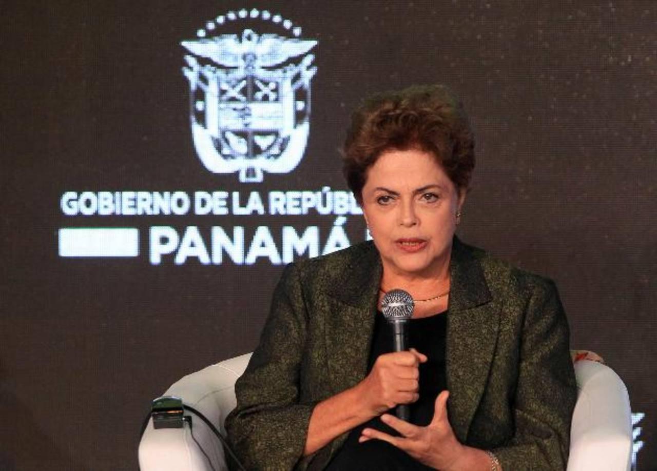 La mandataria de Brasil, Dilma Rousseff, durante un foro empresarialen el marco de la VII Cumbre de las Américas que se realiza en Panamá. foto edh /EFE