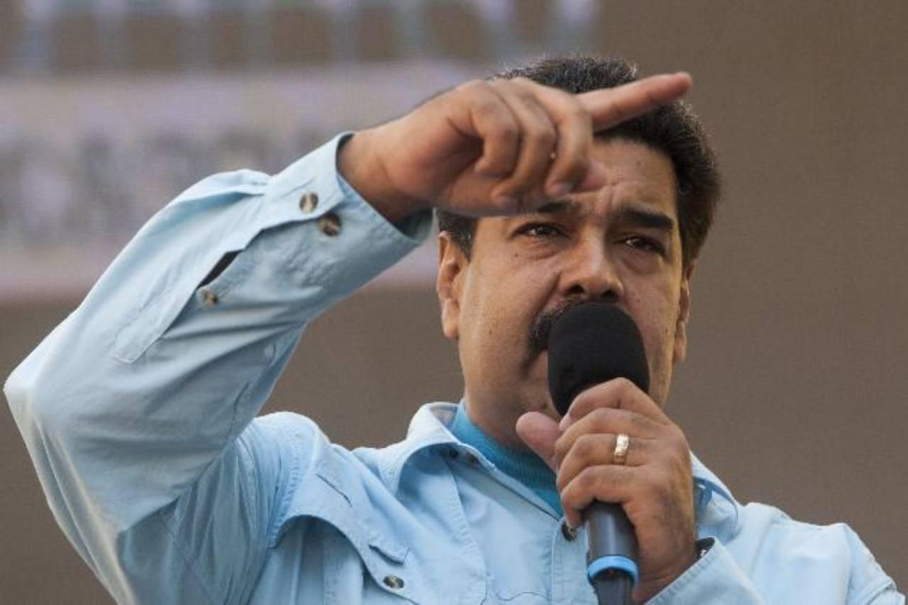 El gobernante Nicolás Maduro insiste en que se gesta un golpe de Estado en su contra. foto edh / efe