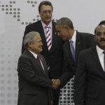 El presidente Salvador Sánchez Cerén saluda a su homólogo estadounidense, Barack Obama, durante la cumbre. Foto eDH
