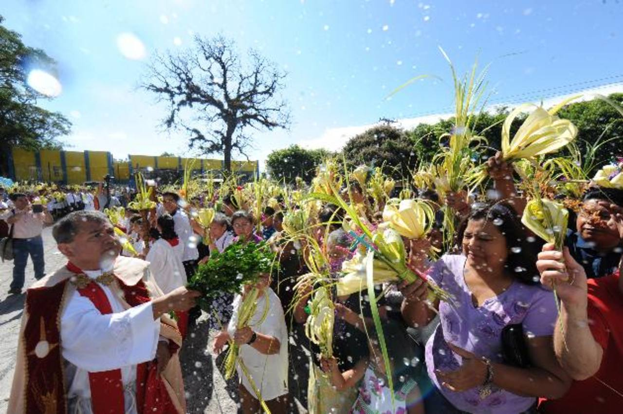 El Domingo de Ramos es una de las celebraciones más alegres y concurridas que marca el inicio de la Semana Mayor. fotos EDH / lissette Monterrosa, Huber Rosales y Jorge Reyes.
