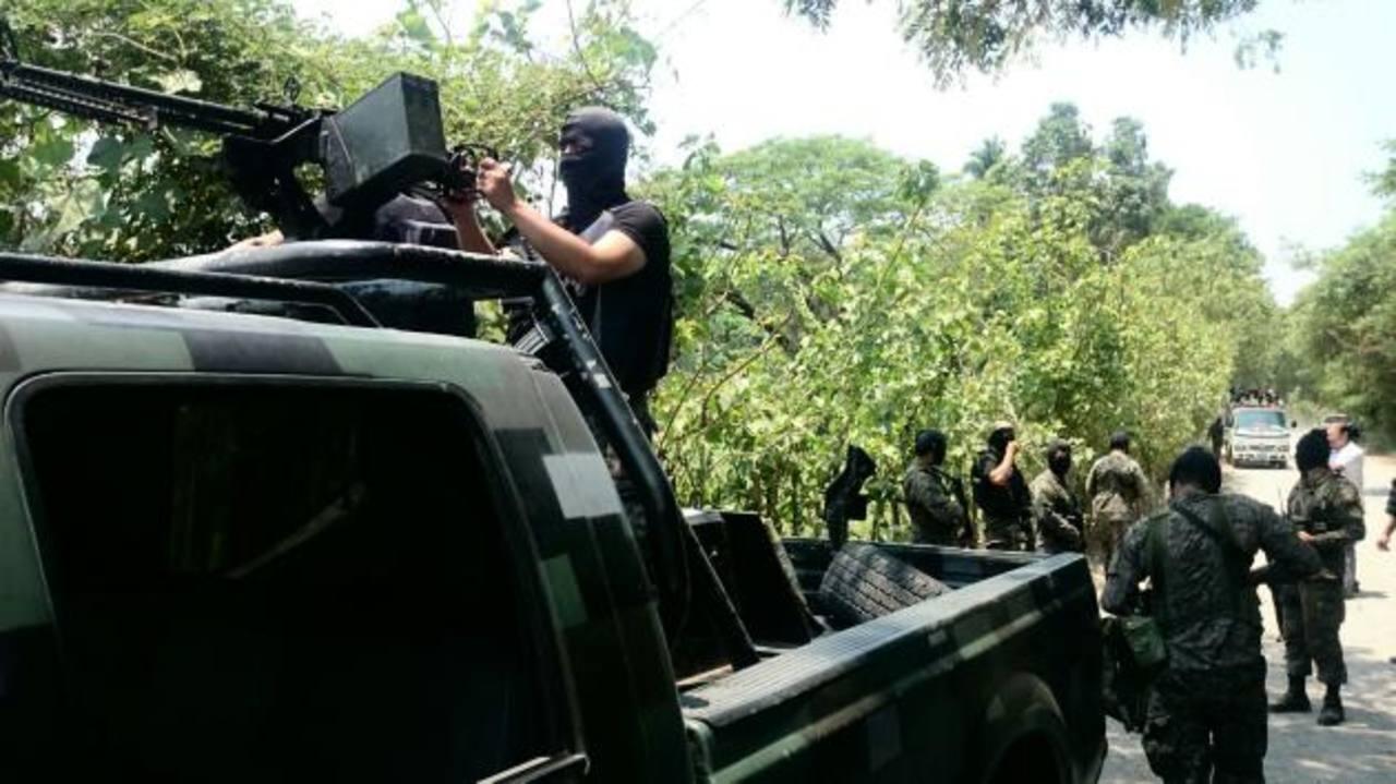 Militares desarrollan un operativo en el municipio de San Luis La Herradura, en La Paz.
