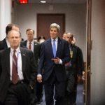 El secretario de Estado norteamericano John Kerry a su legada al Capitolio en Washington para una reunión con integrantes del Congreso, a quienes pidió más margen de maniobra para negociar un acuerdo nuclear con Irán.