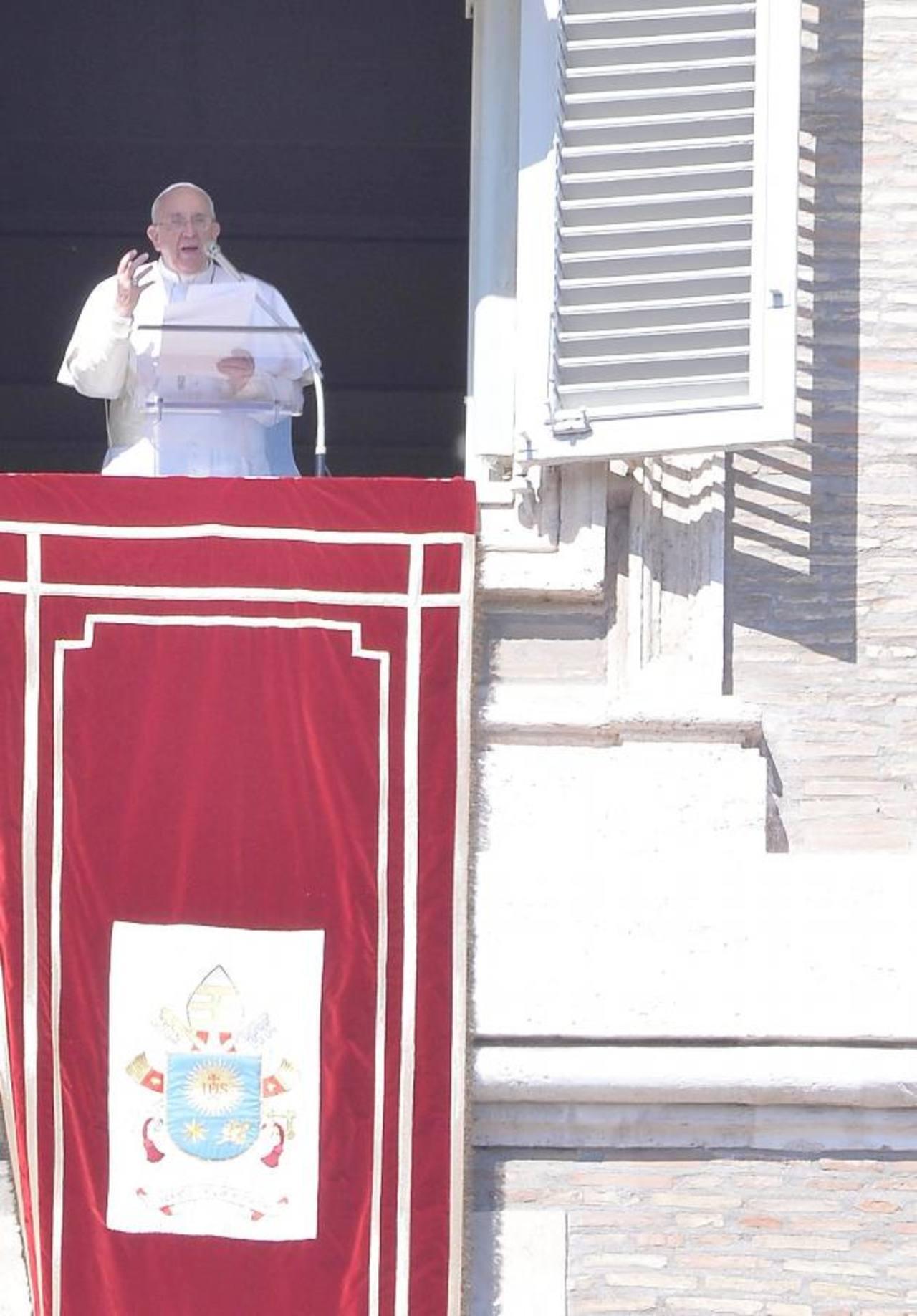 El Pontífice saludó a las mujeres que intentan lograr una sociedad más humana.