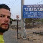 El español Ignacio Dean a su ingreso a El Salvador durante su recorrido por el mundo a pie.