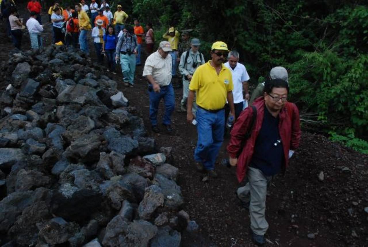 El apoyo de Japón en temas de prevención y vulnerabilidad del país a fenómenos naturales ha sido muy valioso. La imagen corresponde a visitas de expertos a volcán de San Miguel.