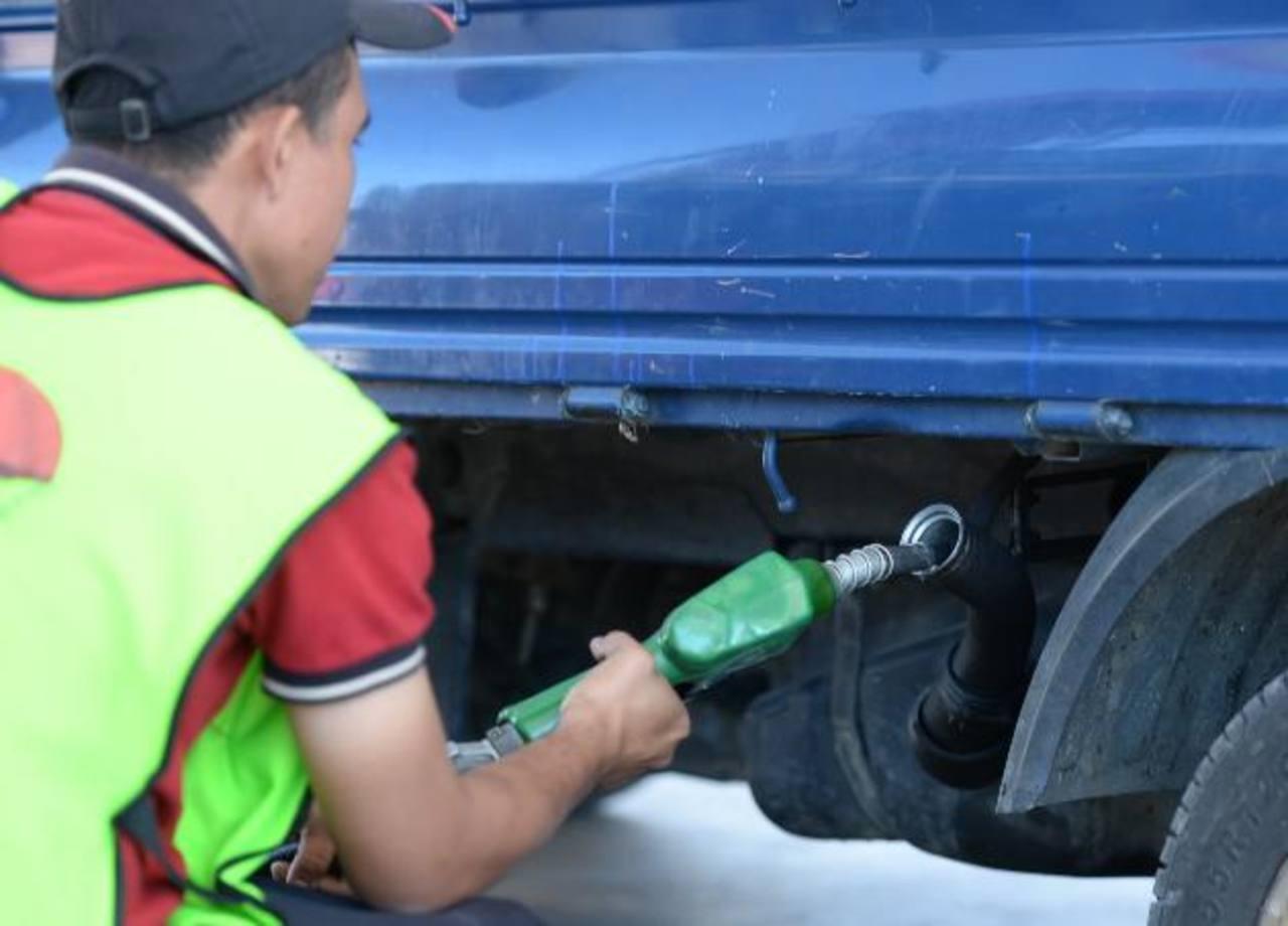 Entre $0.09 y $0.11 suben las gasolinas
