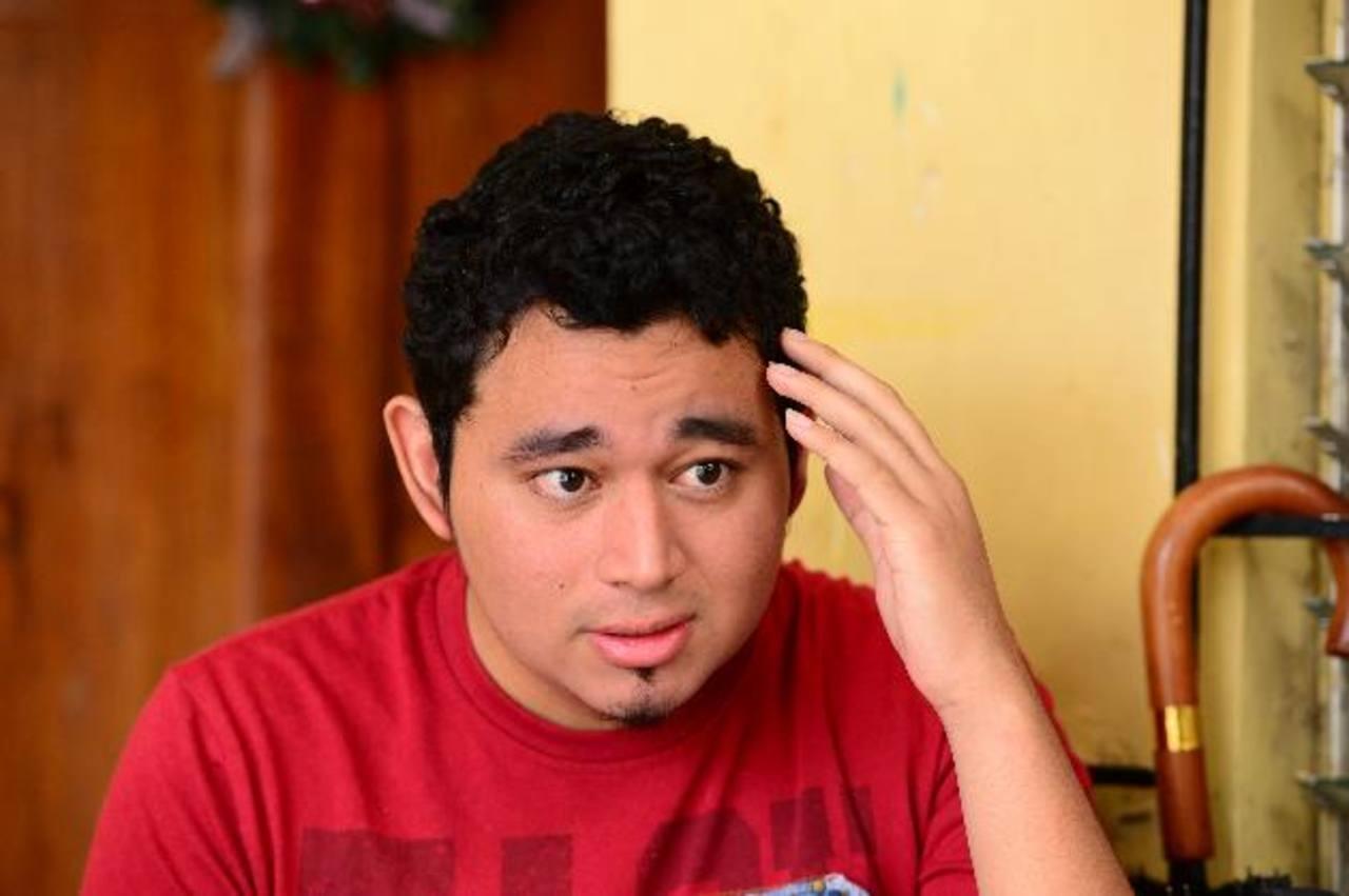 Wiilliam Efraín Fuentes, de 19 años, inició el tratamiento contra el cáncer en la sangre en diciembre de 2012 en el Rosales. Foto EDH / Jorge reyes