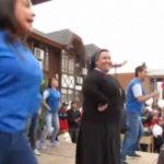 VIDEO: Monja sorprende bailando reguetón en Chile