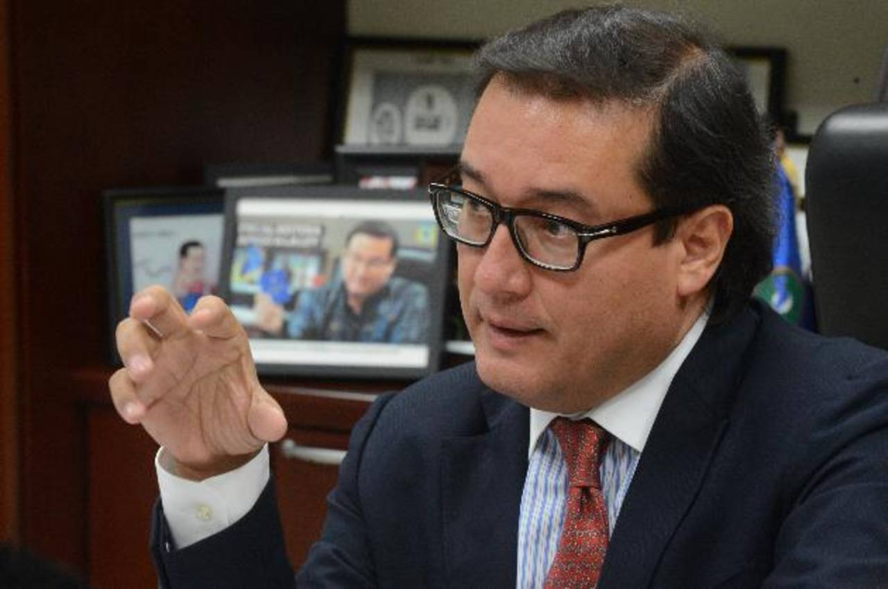 Fiscal exige destitución del director de Centros Penales