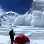 Al menos diez montañeros muertos por avalancha en el Everest