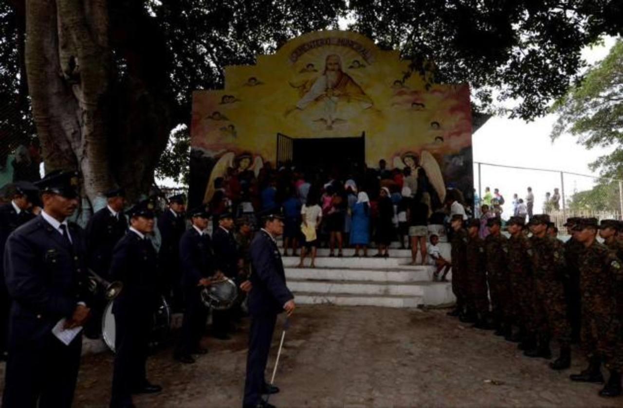 Militares presentes funeral del sargento Vega Ramírez