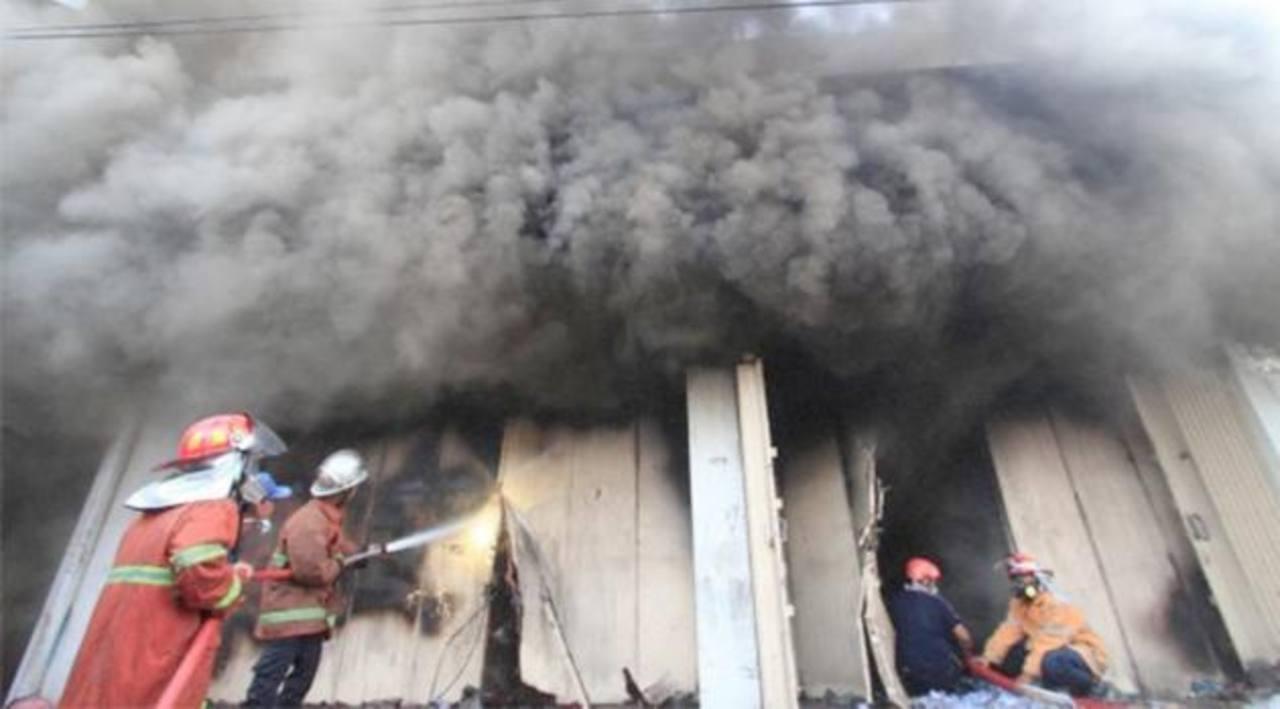 Buscan en Rusia a 15 personas desaparecidas durante incendio en centro comercial