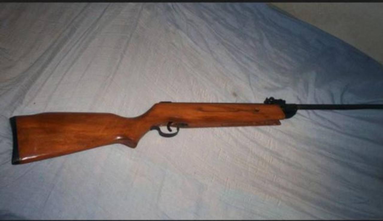 Niño boliviano de diez años mata a su hermano de siete al manipular un rifle
