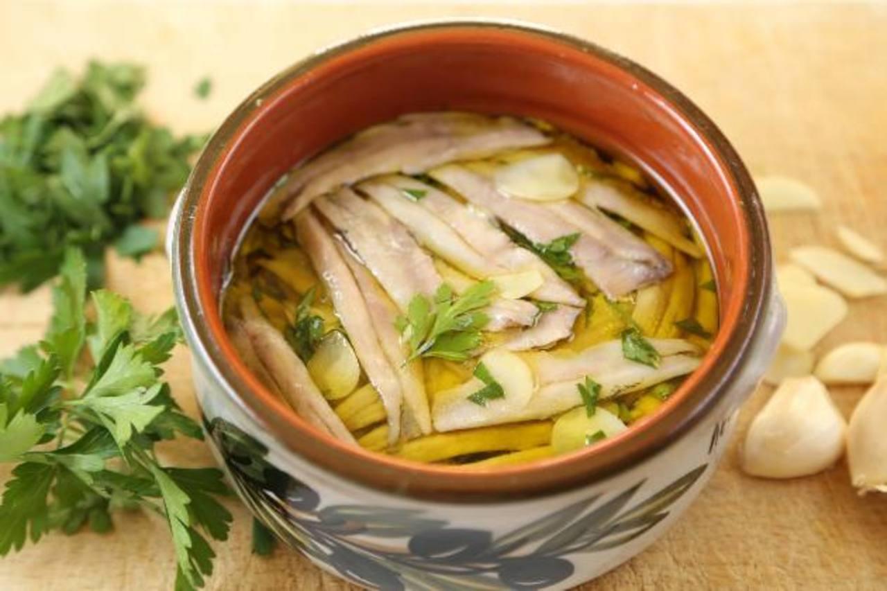 Las anchoas, sardinas y pequeños peces similares son tratados como manjares en gran parte del Mediterráneo. Foto EDH