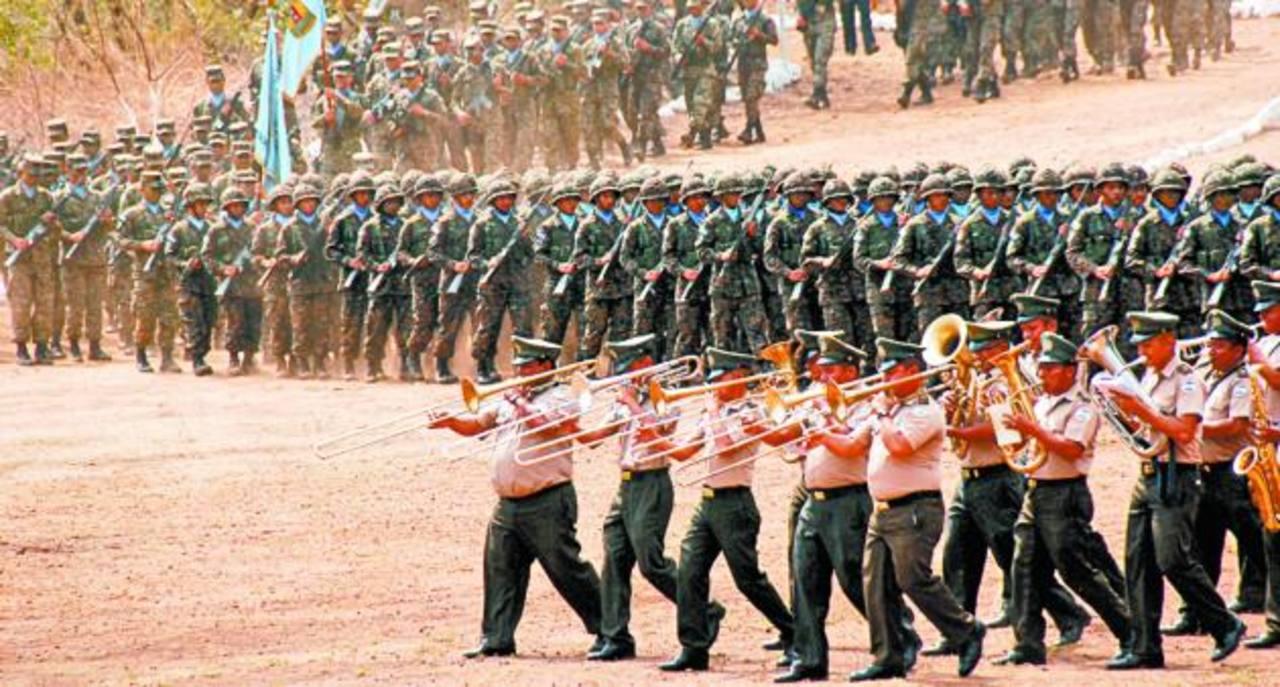 Los nuevos militares juraron servir con lealtad a la Patria. foto edh / insy mendoza