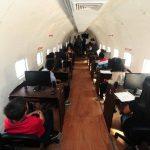 El avión está equipado con 27 computadoras utilizadas para capacitar a jóvenes del municipio. Fotos EDH / rené quintanilla