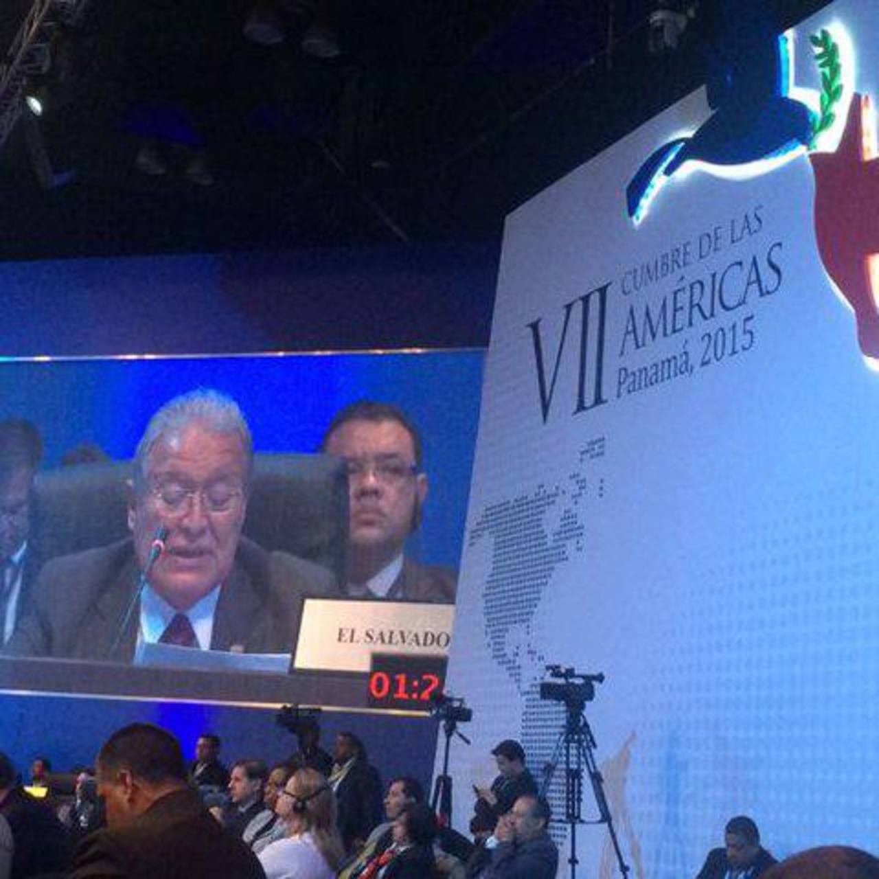 Sánchez Cerén aboga por Venezuela en la Cumbre