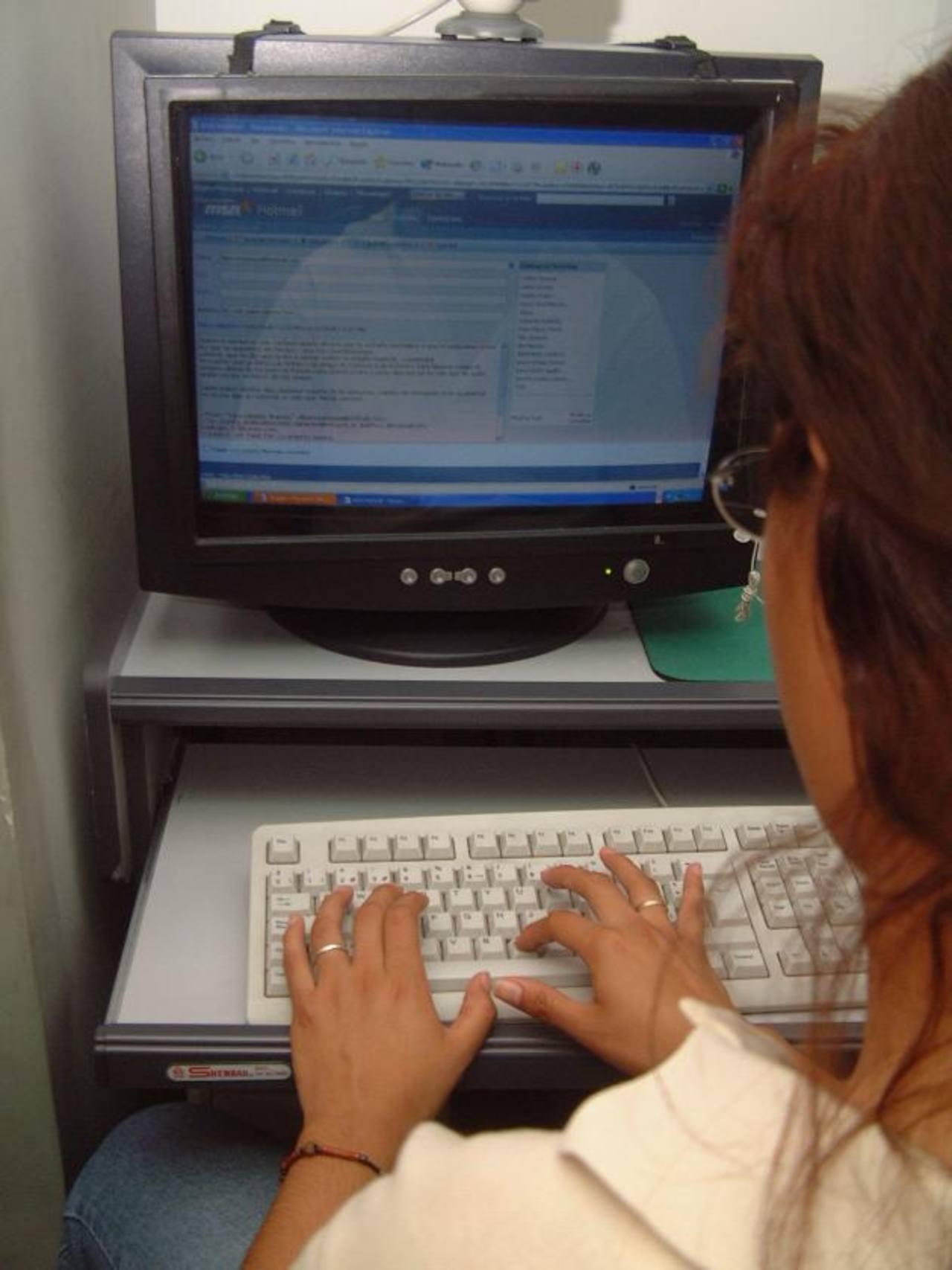 Expertos señalan que mediante el espionaje cibernético se pretende neutralizar las voces disidentes. Foto EDH /archivo