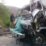 Chocan camiones y tres de sus ocupantes resultan heridos