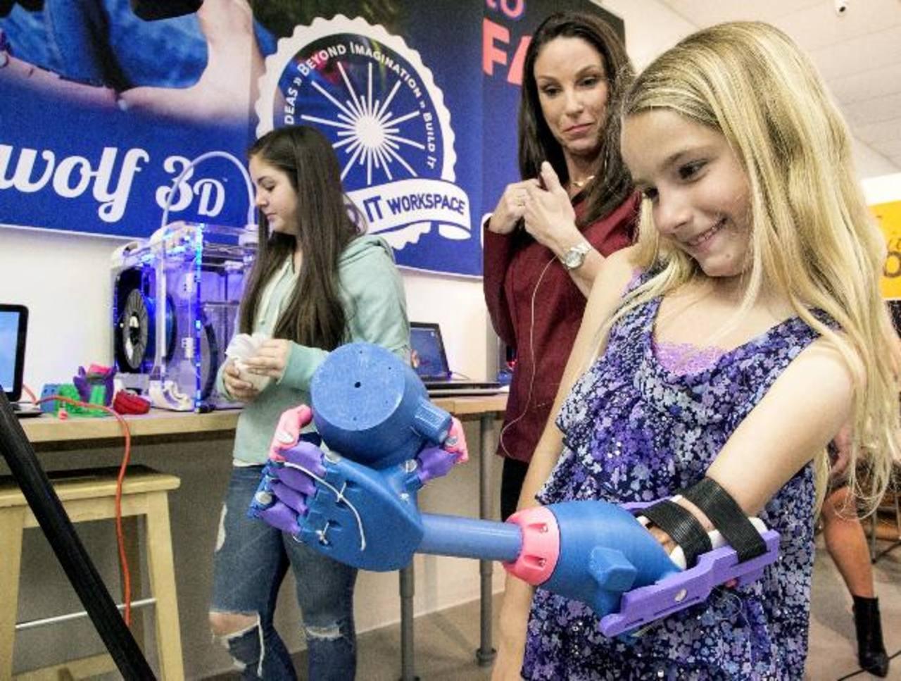 Para su mano escogió los colores rosa, azul y violeta, pues son sus favoritos. foto edh / ap