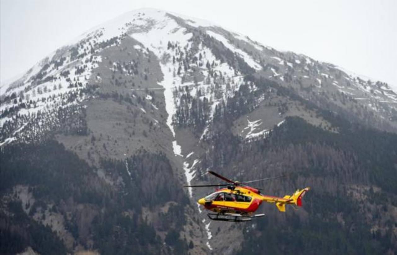 El empeoramiento del clima complica el acceso a la zona de avión accidentado