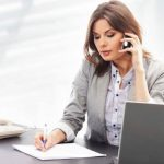 6 canciones para dedicarles a las secretarias en su día