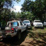 Patrullas policiales en el lugar del cuádruple asesinato.
