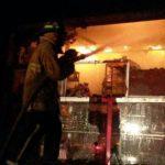 El Cuerpo de Bomberos trabajó en sofocar un incendio en el pabellón 7 del mercado de Mayoreo La Tiendona.