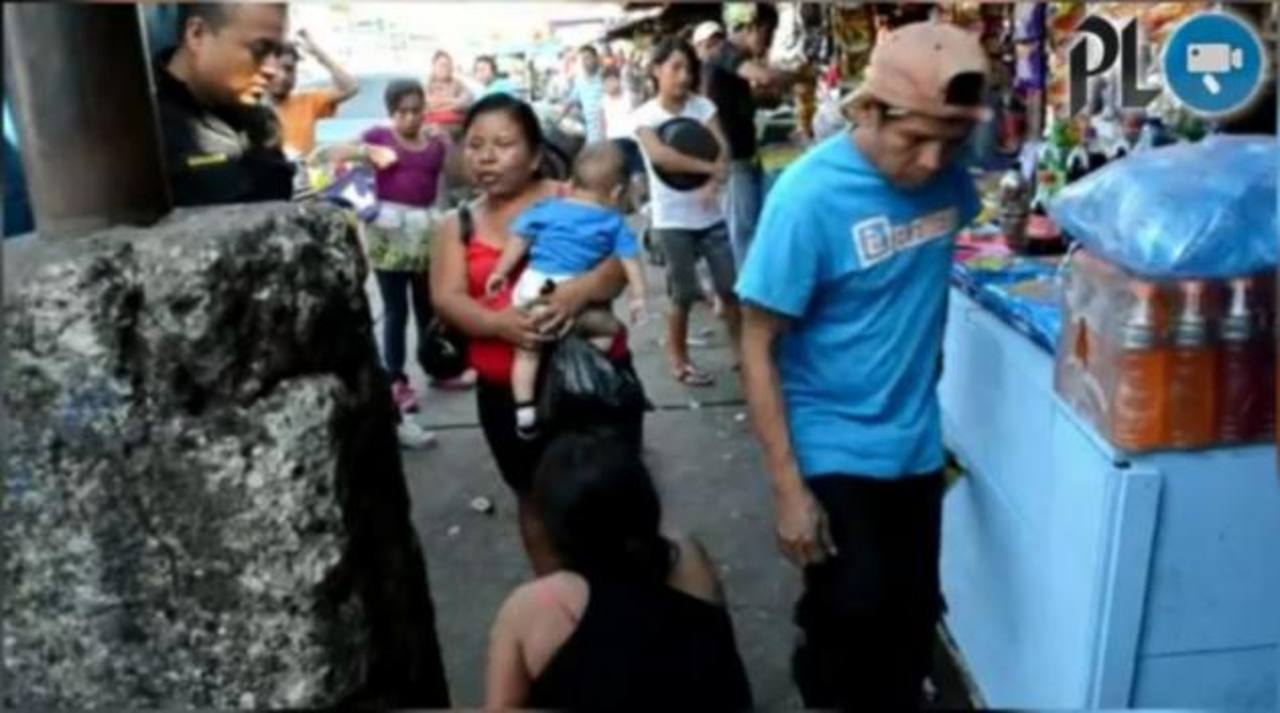 Mujer policía amamanta a bebé que iba a ser vendido en Guatemala
