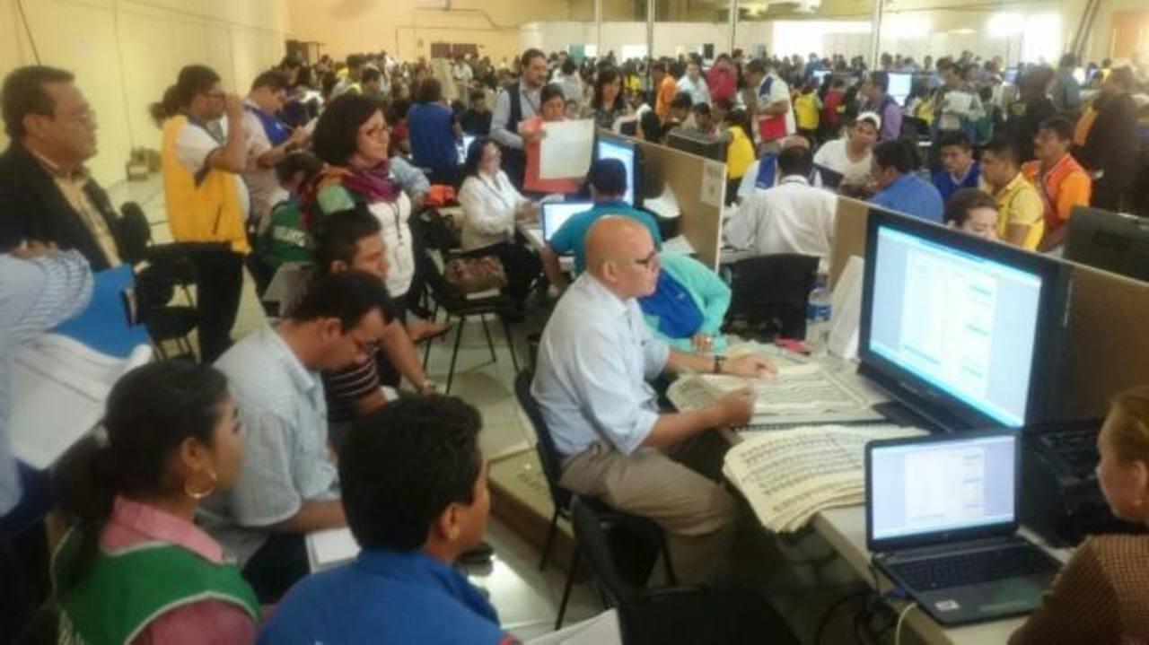 TSE inicia con recuento de votos
