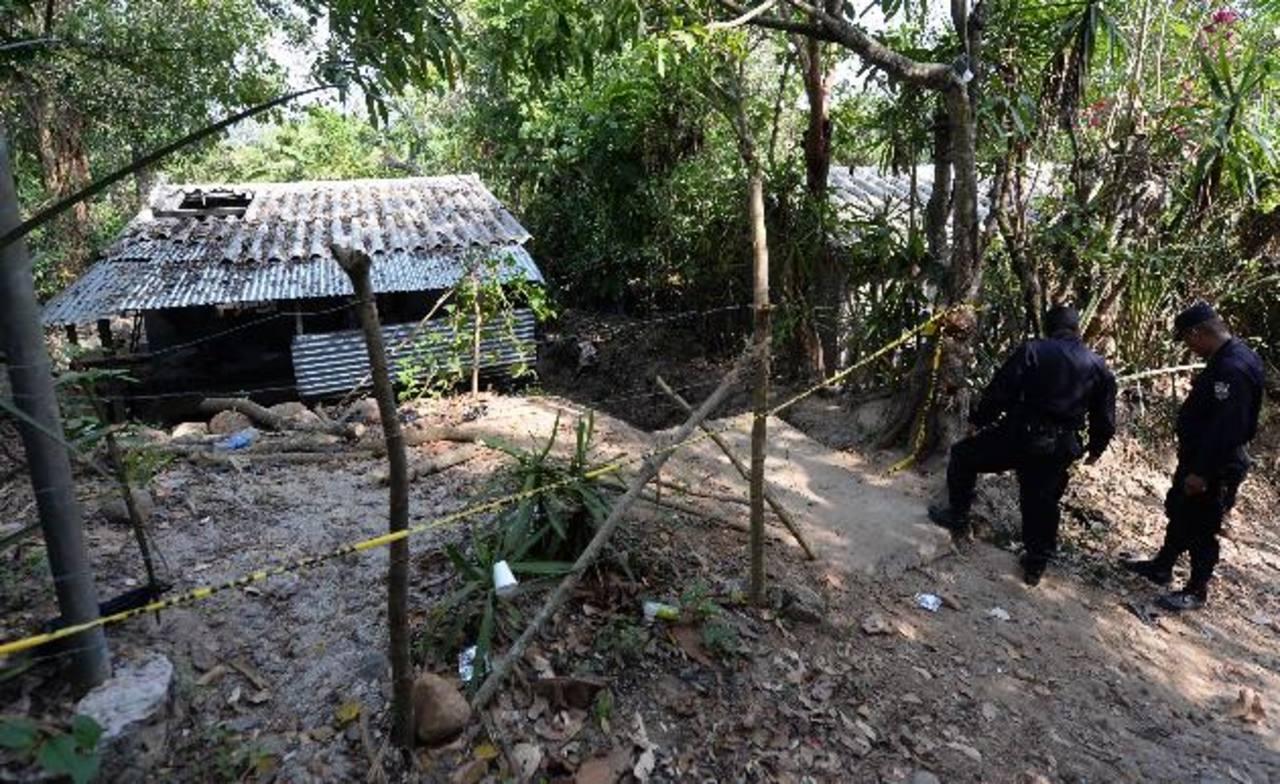 Esta es la casa en cuyo techo explotó una granada que mató a una niña y lesionó a 10 personas más. Foto EDH / Jaime Anaya
