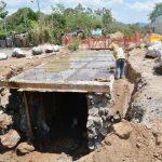 Los trabajos en la caja recolectora de aguas lluvias finalizarán este mes. Foto EDH/ iris lima