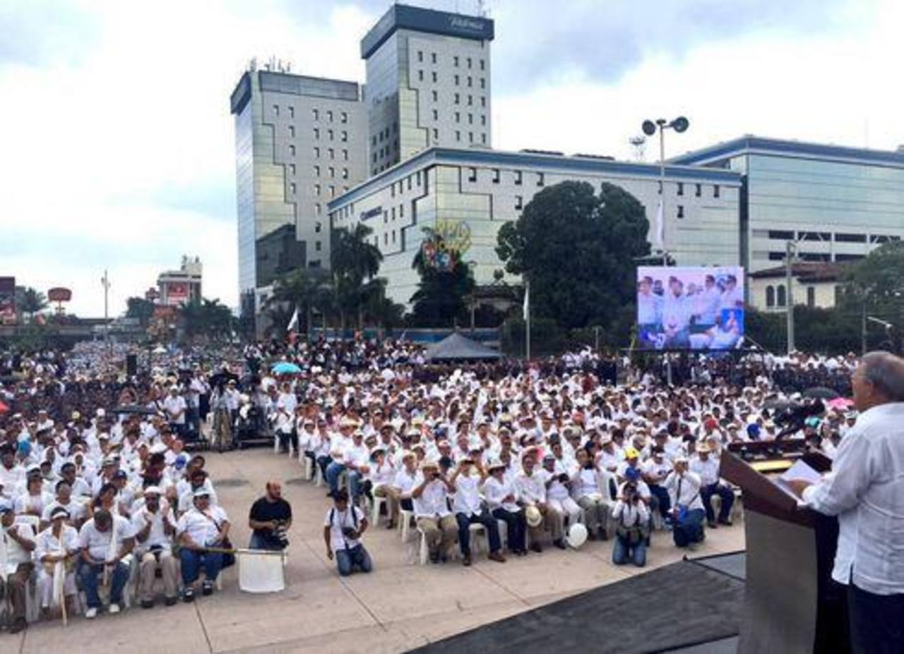 El presidente Salvador Sánchez Cerén durante su discurso tras finalizar la marcha por la Paz.