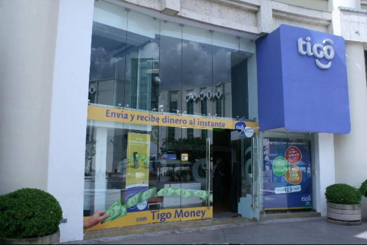 Tigo se ha caracterizado por ofrecer productos novedosos y únicos a sus clientes, brindando servicios de dinero electrónico y de música, entre otros. foto edh / archivo