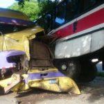 Un accidente de tránsito ocurrió esta mañana frente a las instalaciones de la Universidad de El Salvador. Hubo dos lesionados.