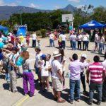Varias personas asisten a la celebración por la Vida en Antiguo Cuscatlán. /