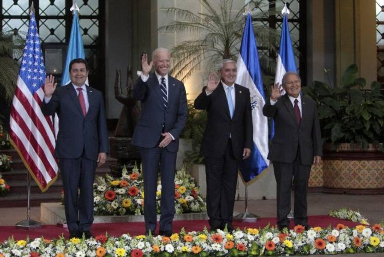 De izquierda a derecha, el presidente de Honduras, Juan Orlando Hernández; el vicepresidente de Estados Unidos, Joe Biden; el presidente de Guatemala, Otto Pérez Molina, y el presidente de El Salvador, Salvador Sánchez Cerén.