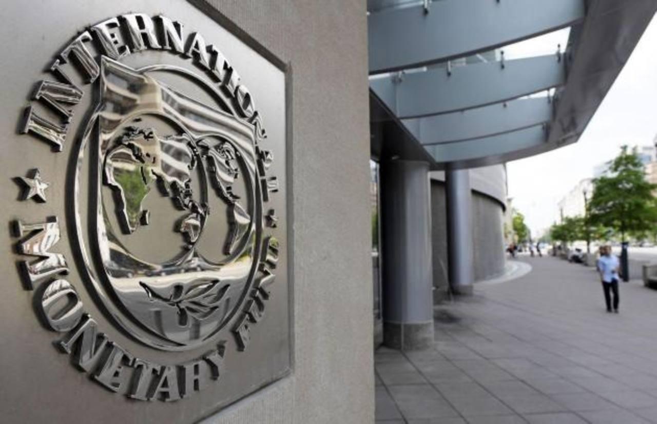 En enero pasado el FMI redujo sus previsiones económicas mundiales al 3.5 % este año y al 3.7 % en 2016. Foto EDH